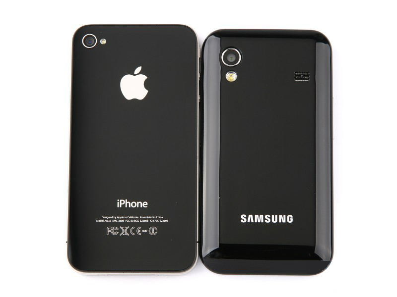 Samsung Galaxy Ace vs iPhone back
