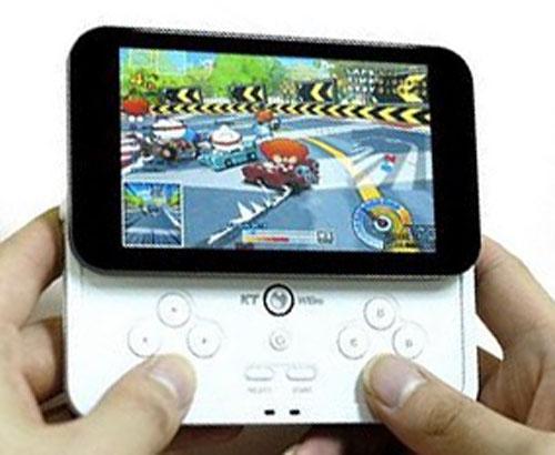Современная игра на экране мобильного телефона