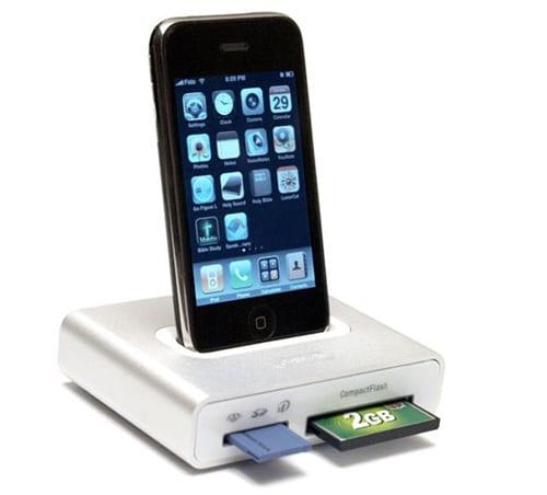 iPhone на док станции