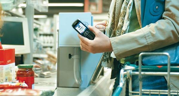 NFC-телефон оплачивает покупки