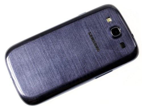 Samsung Galaxy S III - вид сзади