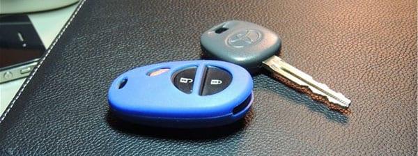 Открывание двери автомобиля с помощью мобильного телефона