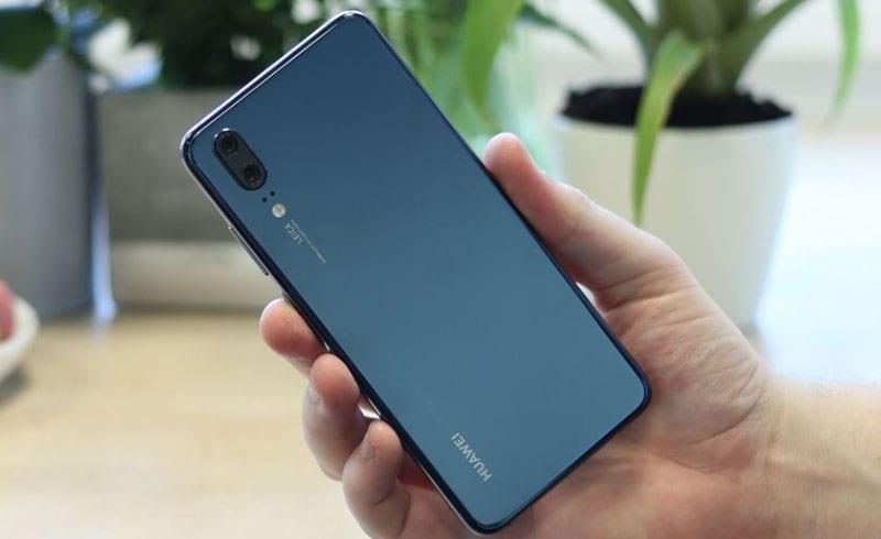 Huawei P20 сзади