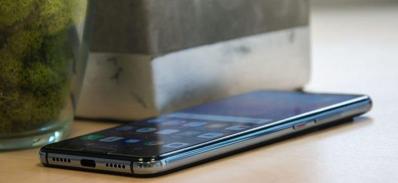 Huawei P20 сбоку